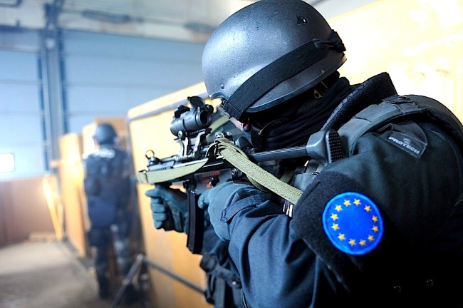 EULEX_policia_protect