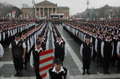 Hungría y su glorioso renacimiento Hungary_garda_parade