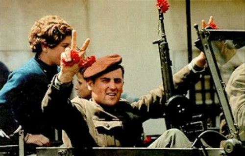 portugal-celebra-revolucion-de-los-claveles-2012-04-25-42225